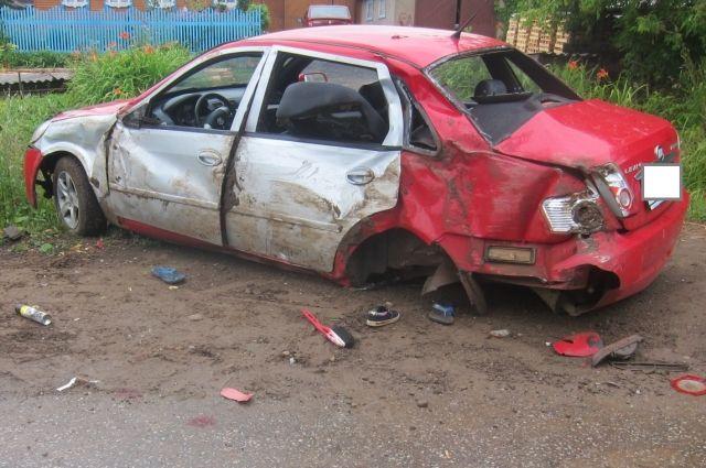 Дочь водителя погибла на месте аварии.