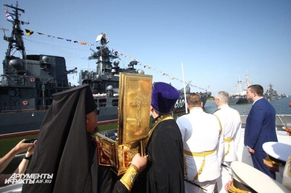 Освящение парадного строя кораблей.