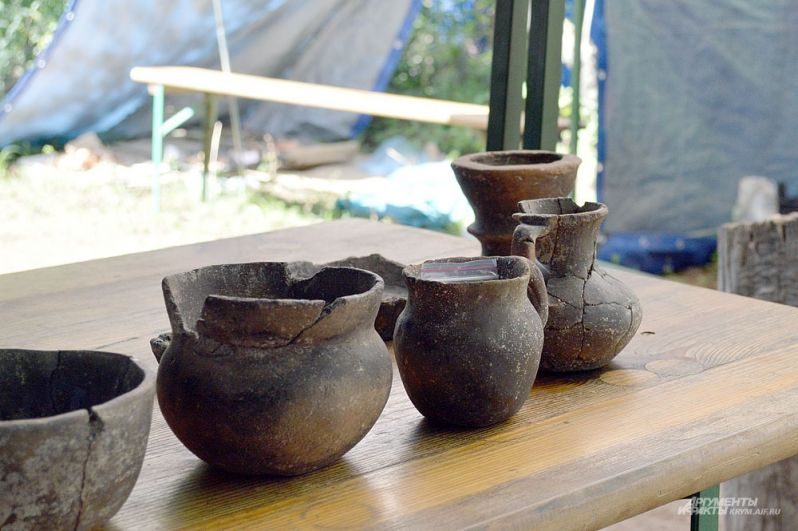 Вот такую посуду родственники похороненных в Опушках делали сами...
