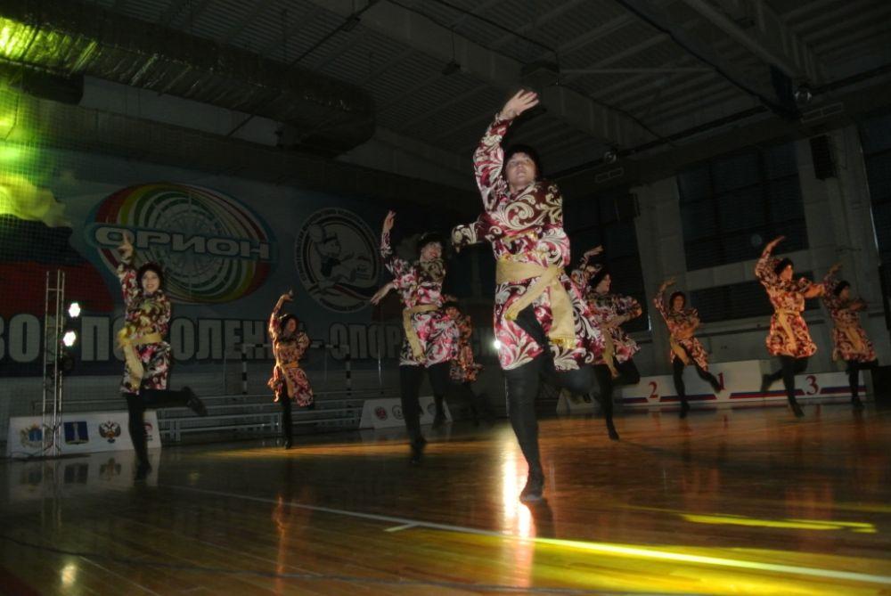 Народный коллектив школа эстрадного танца Dance Avenue с танцем «Москва»