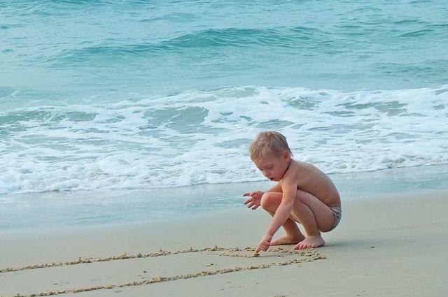 Детская кожа особенно чувствительна к солнцу.