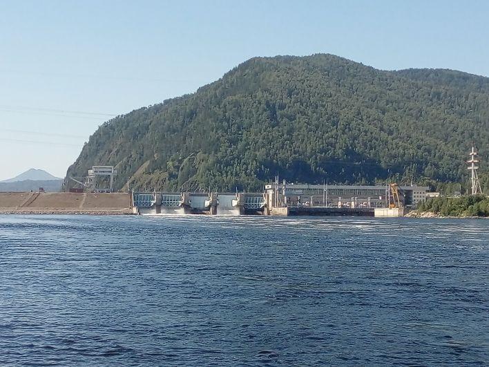 Маинская ГЭС и мост, который соеденяет Сизую с Хакасией.