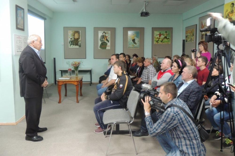 Дмитрий Миндиашвили на встрече с жителями села рассказал о своем воспитаннике.