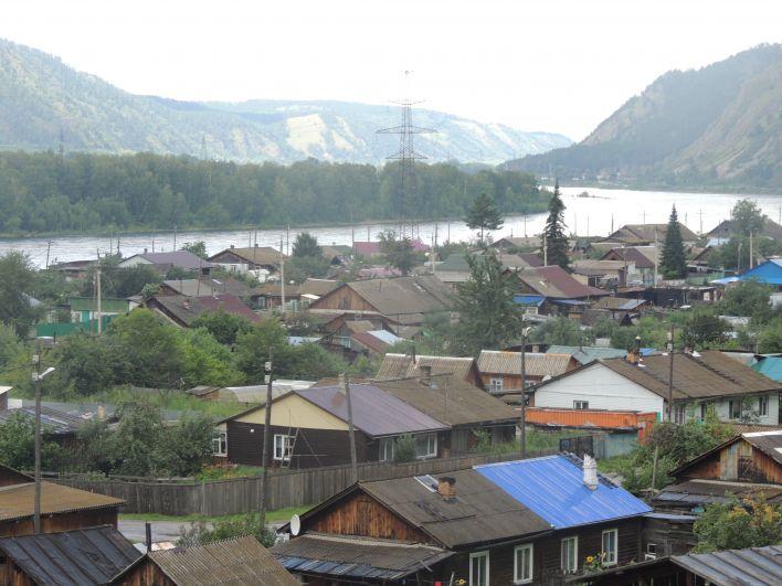 Сизая находится в Красноярском крае, а на другом берегу Енисея уже республика Хакасия.