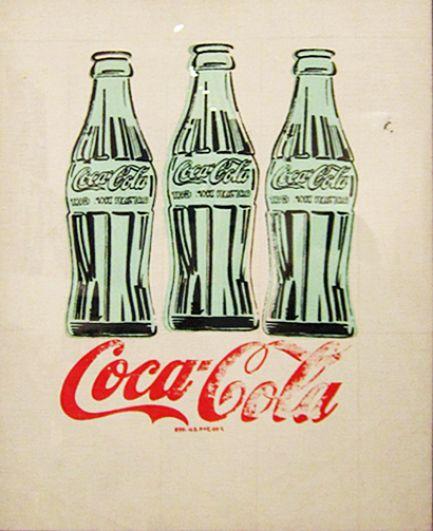 Рисунки банок в ярких тонах стали визитной карточкой художника. В 1962 году Уорхол представил свои работы на первой крупной выставке в галерее Stabl, где они вызвали большой резонанс. По мнению критиков, картины отражали безликость и пошлость культуры массового потребления.