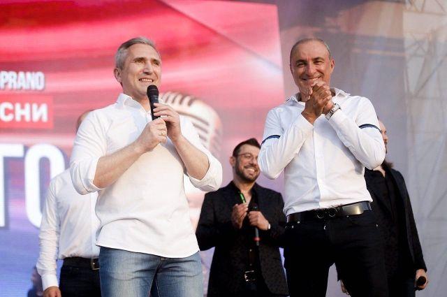 Александр Моор поздравляет горожан с праздником