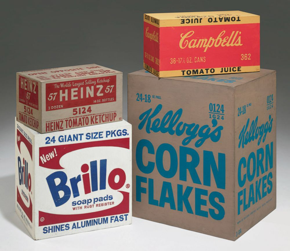 В 1964 году состоялась первая выставка арт-объектов Уорхола, не вписывающихся в рамки понятия живописи. На экспозиции были представлены сотни копий упаковочной картонной тары, коробок из-под кетчупа «Хайнц» и стирального порошка «Брилло».