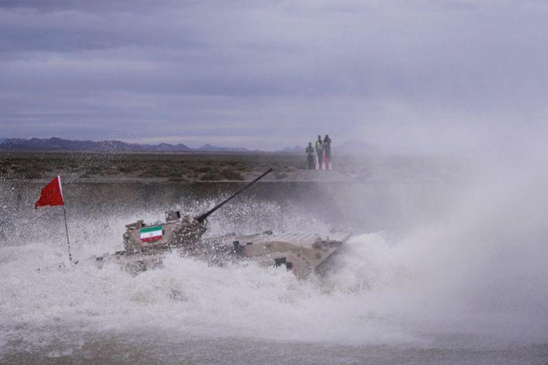 Соревнования «Суворовский натиск» в рамках Армейских международных игр на полигоне Корла, Китай.