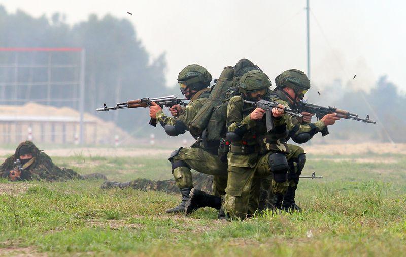 Показательные выступления белорусских военнослужащих на полигоне Брестский во время открытия конкурса «Снайперский рубеж» в рамках Армейских международных игр.
