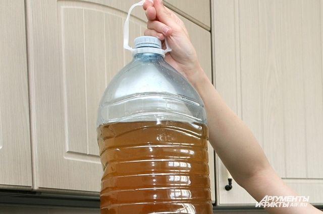 СК проверит жалобы жителей Янтарного на ржавую воду из кранов.