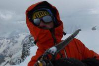 Альпинист неделю провел в снежном плену.