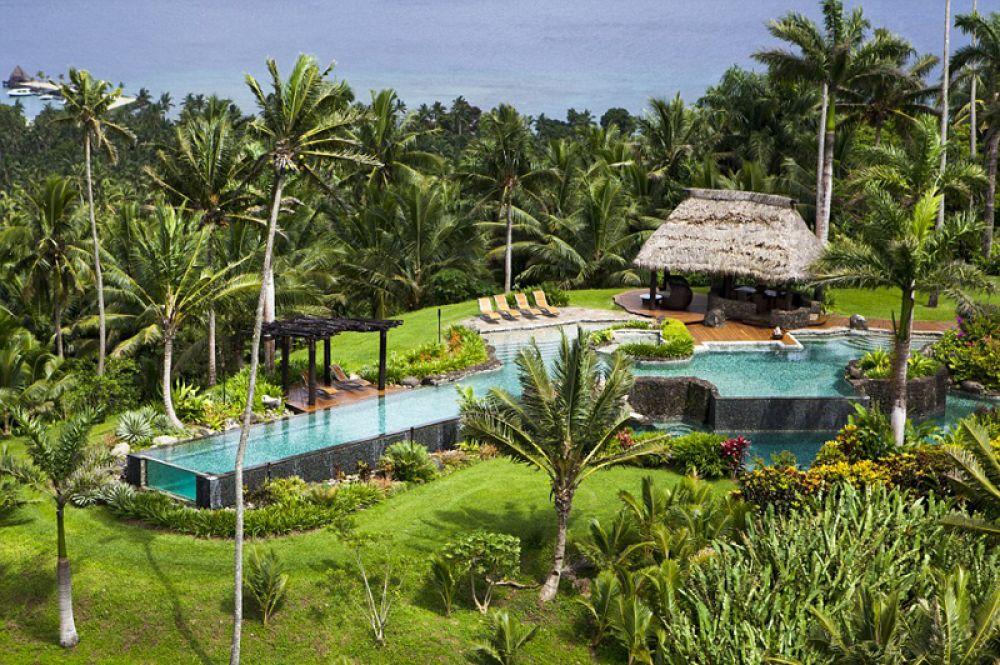 Hilltop Villa, Laucala Island, Фиджи — 45 000 долларов за ночь. Вилла расположена на одной из самых высоких точек частного острова Лаукала, отсюда можно увидеть архипелаг во всей красе. Помимо главной резиденции есть две гостевые, к которым прилагается частный повар, шофер и няня.