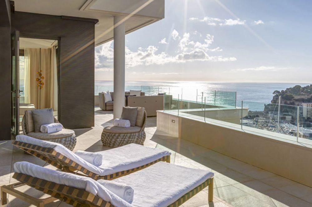 Princess Grace Suite, Hotel De Paris, Монако — 37 000 долларов за ночь. В двухэтажном люксе «Отеля Де Пари», названном в честь Грейс Келли, собраны фотографии, стихи, эскизы и памятные вещи принцессы. Гостям доступны просторные террасы с видом на дворец и Ривьеру, открытая кухня, джакузи и бассейн.