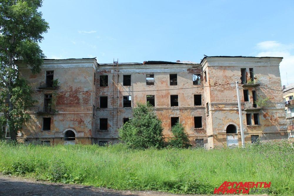Так сейчас выглядит бывшее общежитие кизеловской швейной фабрики.