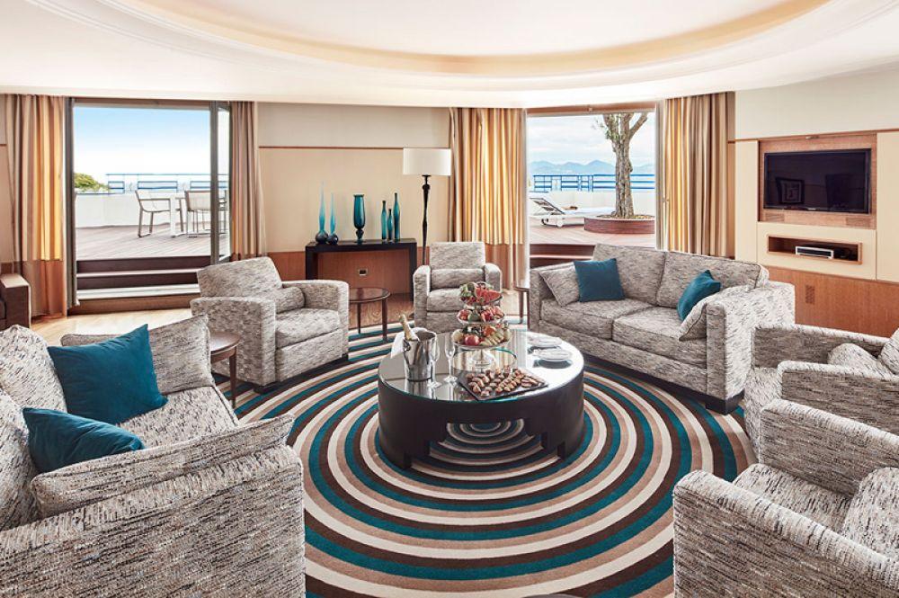 Penthouse Suite, Grand Hyatt Hotel Martinez, Канны — 53 200 долларов за ночь. В люксе на седьмом этаже роскошного отеля Martinez в Каннах можно насладиться видом на море и набережную Круазетт с панорамной террасы, а также оригиналами Матисса и Пикассо, украшающими стены.