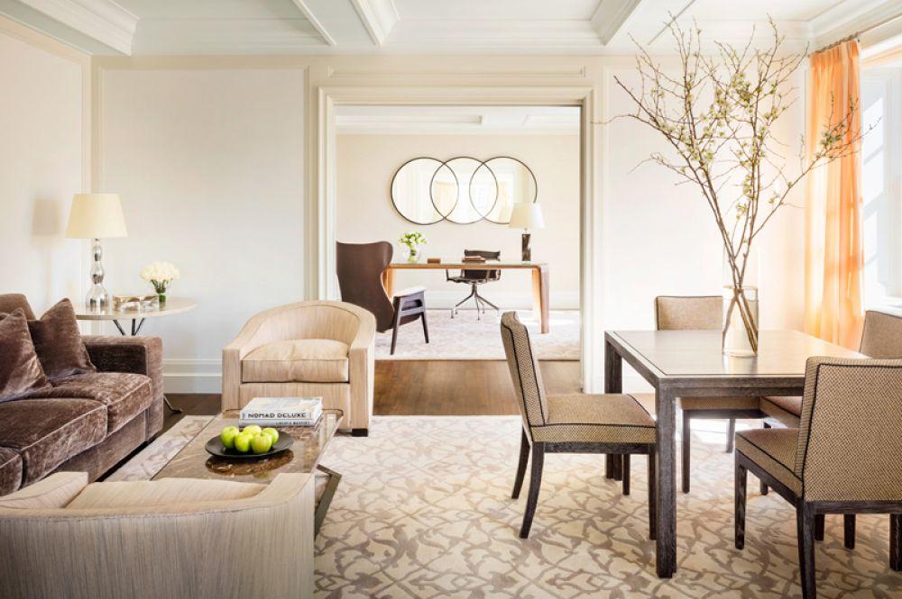 Five-Bedroom Terrace Suite, The Mark, Нью-Йорк — 75 000 долларов за ночь. Номер с пятью спальнями в отеле The Mark расположен на двух этажах и имеет собственную террасу. Почувствовать себя «в шикарном оазисе в самом элегантном районе Нью-Йорка» поможет мебель из драгоценных пород дерева и итальянское постельное белье. В числе дополнительных удобств — частный бар, ежедневная чистка обуви и утренняя доставка New York Times или Wall Street Journal.