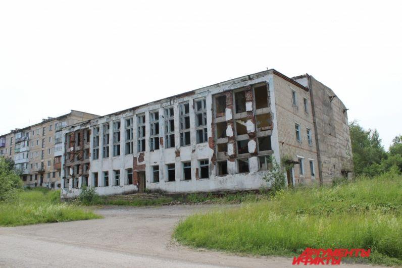 Вот так печально выглядит здание бывшего кизеловского бассейна.