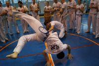 Несмотря на бразильское происхождение, капоэйра стремительно набирает популярность в России