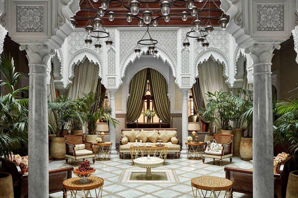 Grand Riad, Hotel Mansour, Марракеш — 43 480 долларов за ночь. Интерьеры отеля, построенного по заказу короля Мухаммеда VI, по-настоящему роскошны: позолоченные стены, полы из оникса и мраморная плитка с замысловатыми мавританскими узорами. Номер состоит из гостиной, столовой и трех спален. Крытый двор украшают цветы и фонтаны, в саду есть бассейн.