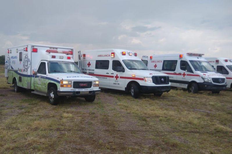 На место происшествия прибыли машины скорой помощи.