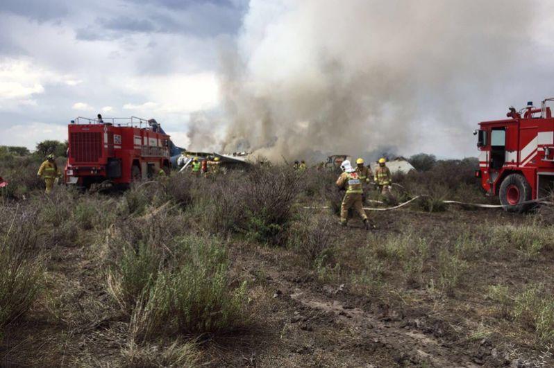 Компания OMA Aeropuertos, управляющая аэропортами в Мексике, сообщила, что причиной крушения самолета авиакомпании Aeromexico в штате Дуранго могли стать погодные условия.