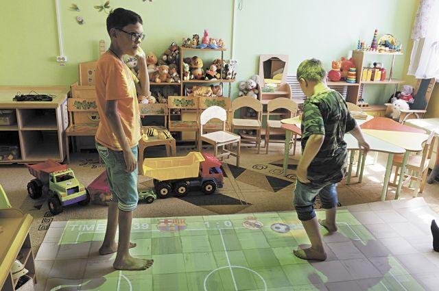 Ребята обожают играть на интерактивном полу.