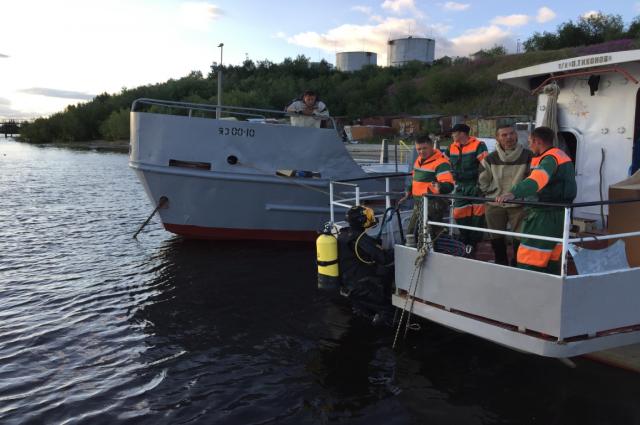 На Ямале спасатели несколько дней искали тела утонувших женщины и ребенка