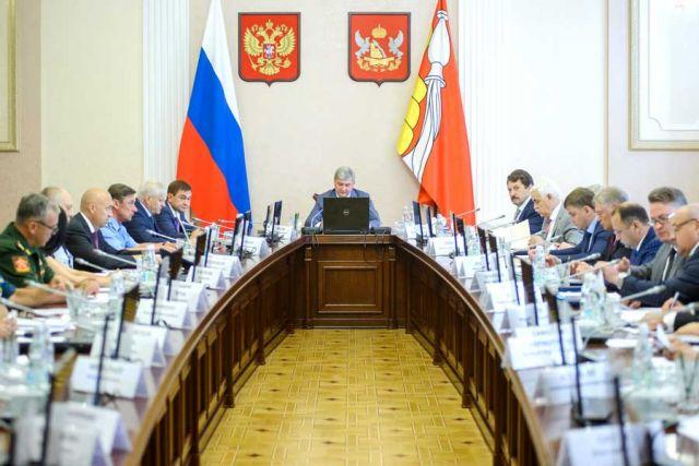 Александр Гусев приветствовал участников заседания, обратив внимание, что сегодня приоритетом является укрепление прямых контактов власти и общества.