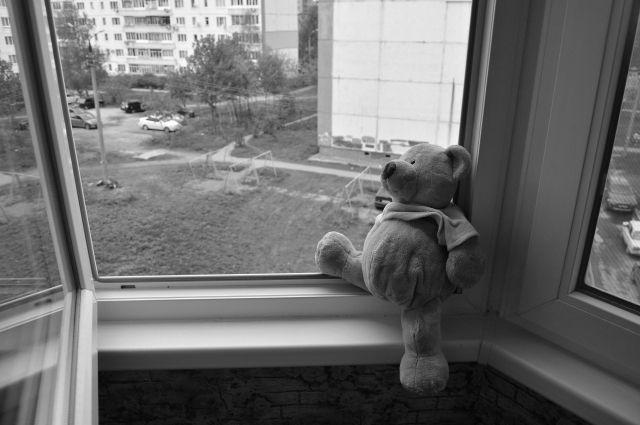 В Орске 5-летний малыш разбился, упав с 5 этажа.
