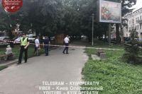 В центре Киева прохожие обнаружили гранату между плитками тротуара