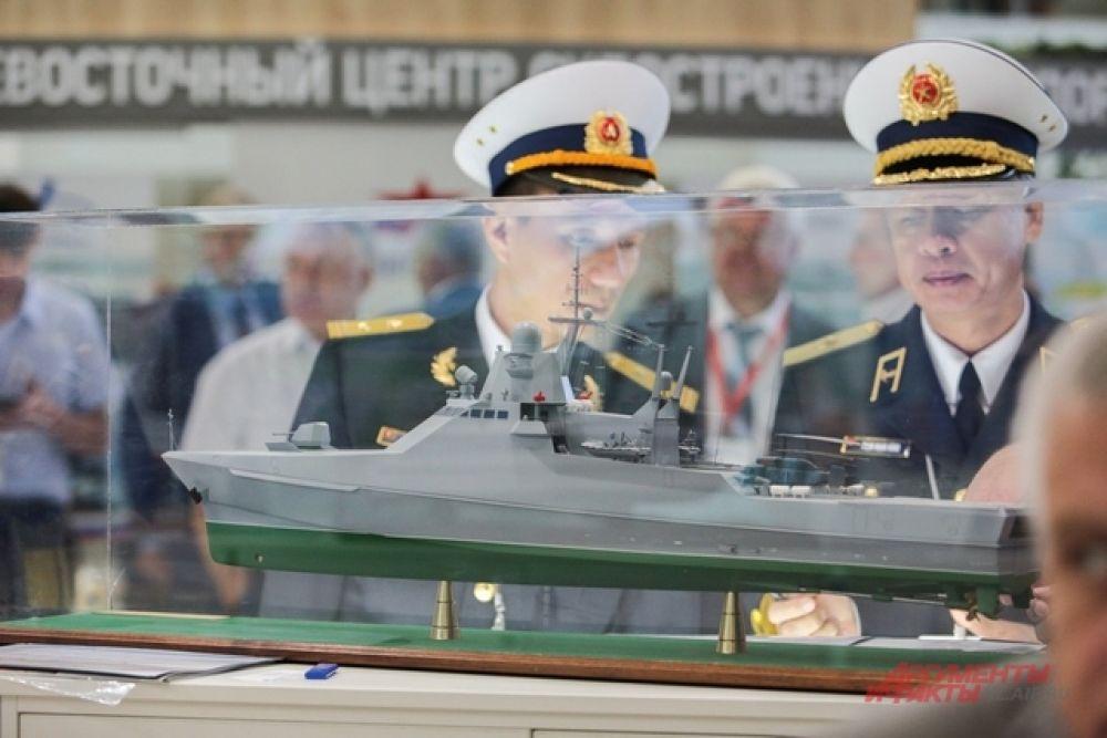 Иностранных участников салона интересовали военные корабли.