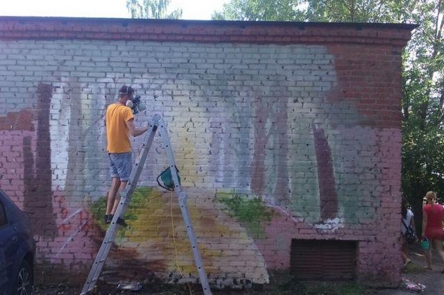 Граффити с лесным оленем на улице Балакирева владимирский художник Михаил Бородавченко рисовал 3 дня, в общей сложности на создание уличной картины потребовалось около 17 часов.