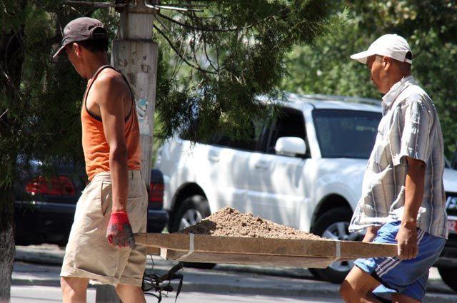 954 миллиона долларов перечислили кыргызстанцы, работающие в РФ за 5 месяцев 2018 года