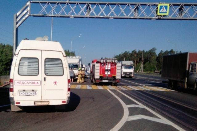 В Вязниковском районе фургон протаранил стоявший на светофоре грузовик.