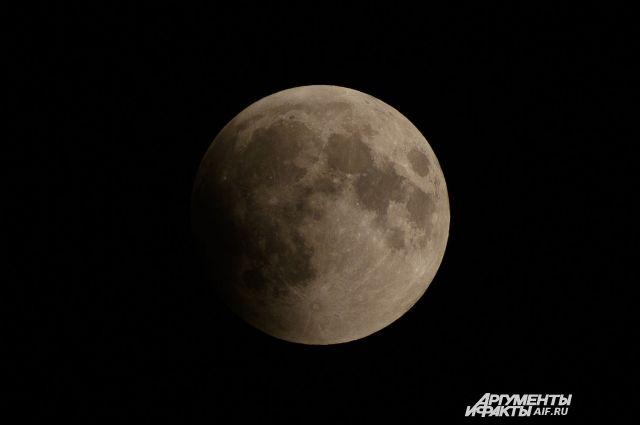 В ночь с 27 по 28 июля состоялось одно из самых ожидаемых астрономических событий этого лета - лунное затмение.