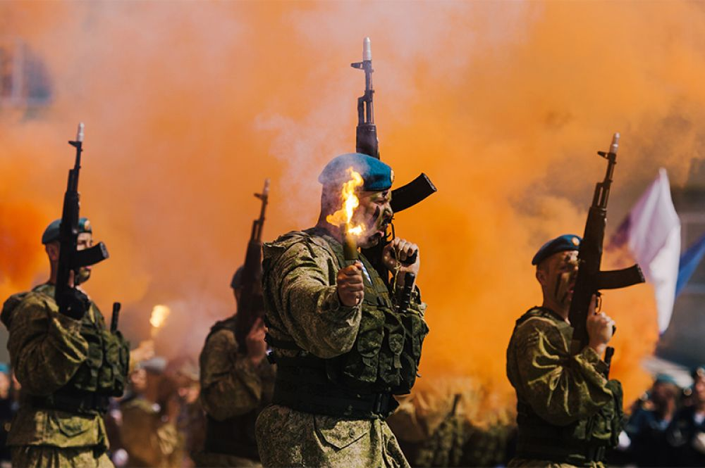 Торжественное мероприятие в воинской части в Иванове, посвященное 88-й годовщине образования Воздушно-десантных войск.