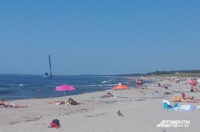 Строительную баржу у пляжа в Балтийске уберут до конца года.