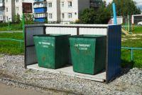То самое постановочное фото мусорных контейнеров директора УК из Ялуторовска