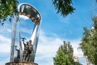 На месте высадки первого десанта в Воронеже установлен памятник и разбит сквер.