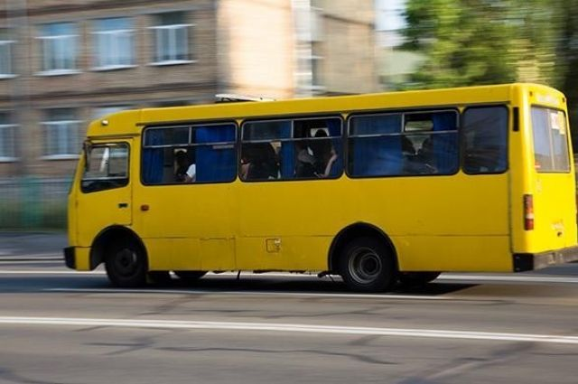 В Запорожье водитель «под наркотиками» возил людей на сломанной маршрутке