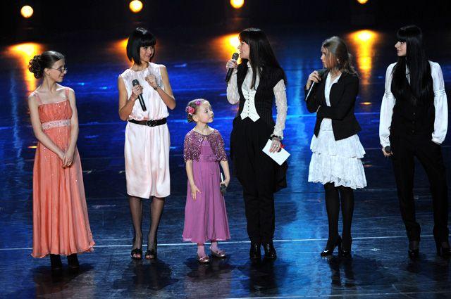 Нонна Гришаева и исполнительницы главных ролей в сериале «Папины дочки» на церемонии вручения XXII Национальной кинематографической премии России «Ника», 2009 г.