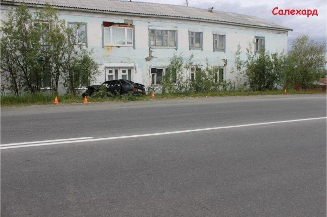 В Салехарде водитель, въехавший в жилой дом, был пьян