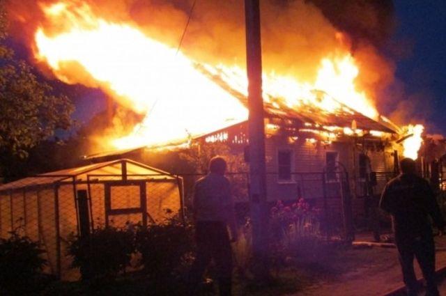 Огонь распространился на площади 1000 квадратных метров.