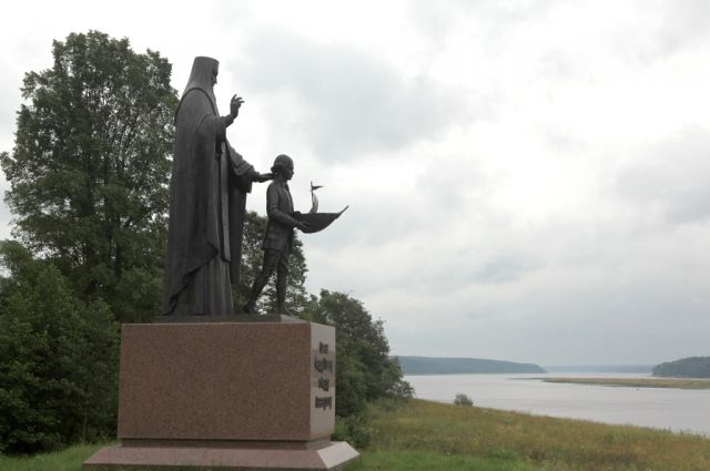 В Хопылево установлен памятник великому флотоводцу.
