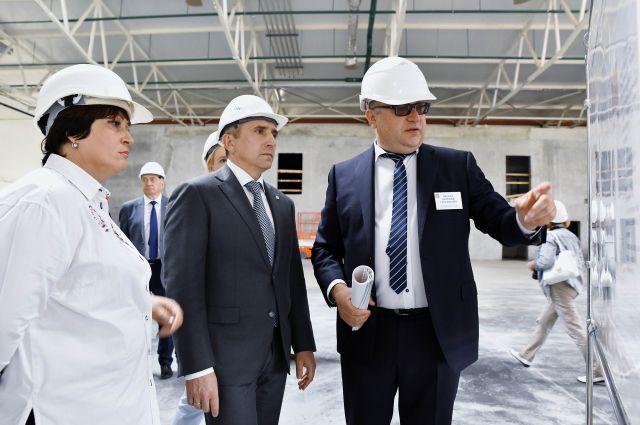 Александр Моор осмотрел новые корпуса Боровский птицефабрики