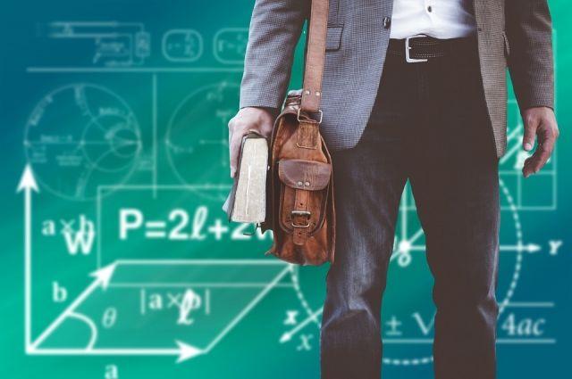 Александр Моор: педагогов премируют за выпускников, отлично сдавших ЕГЭ