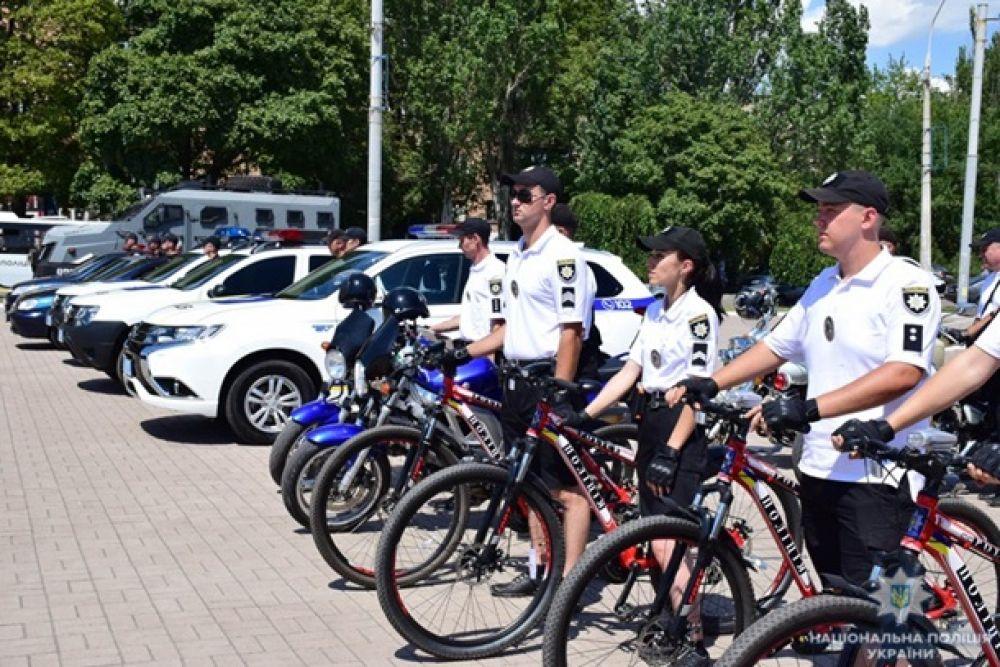 Полиция будет патрулировать курортные зоны на лошадях, байках и велосипедах.