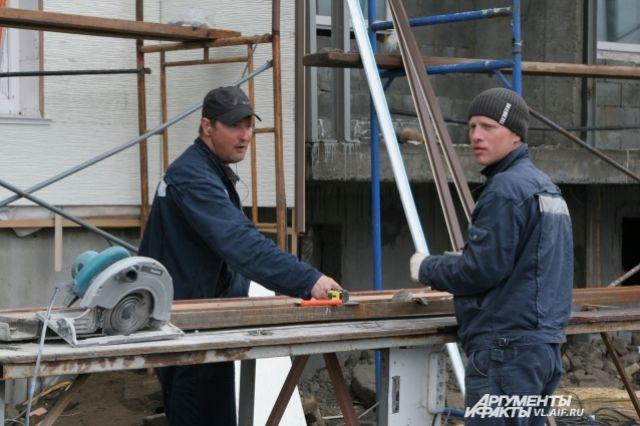 Работающие в Польше украинцы за полгода вложили в бюджет рекордную сумму