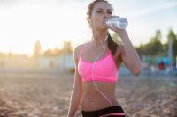 Врачи дали совет, сколько на самом деле нужно пить воды в жару