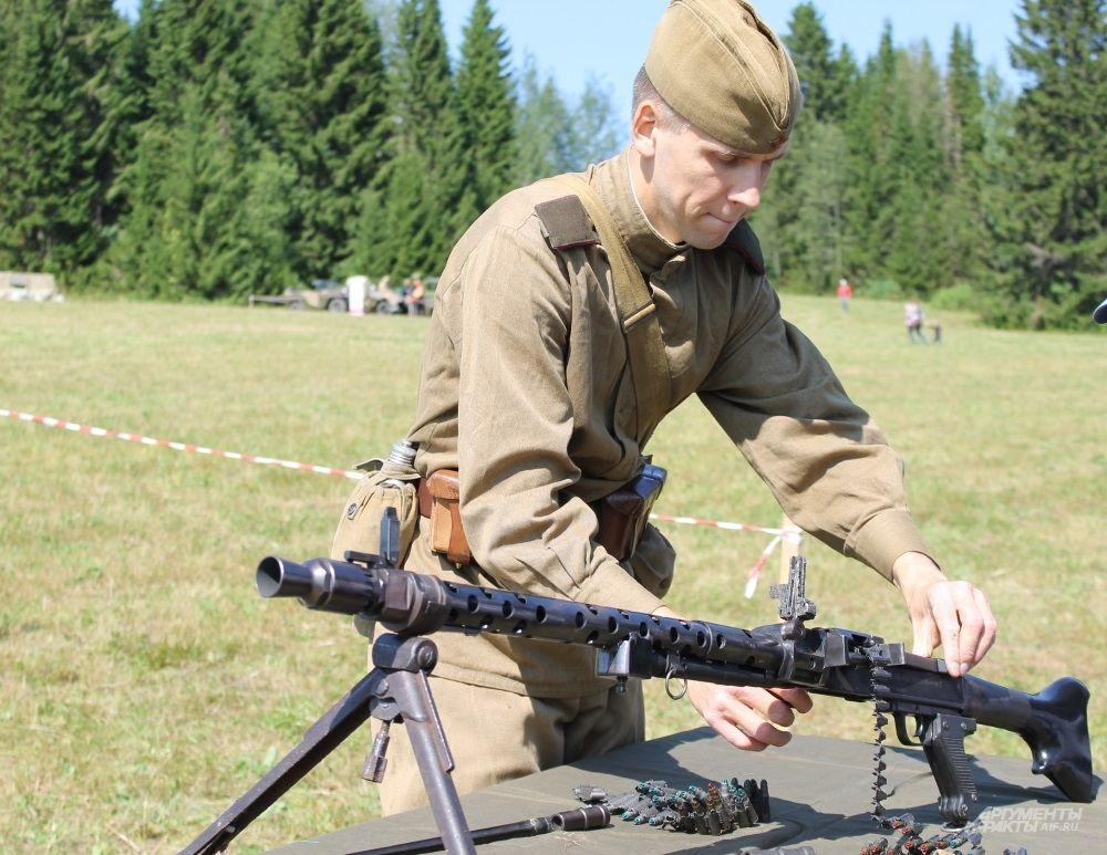 Желающие могли пострелять из оружия времен Великой Отечественной войны